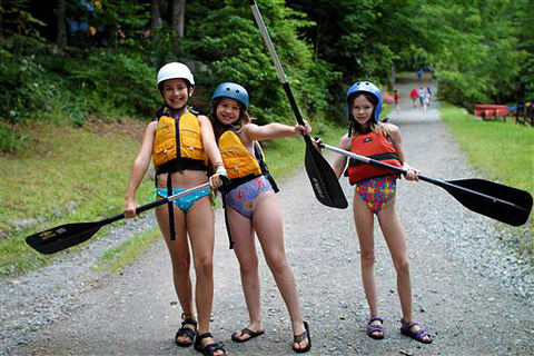 Canoe kids at summer camp
