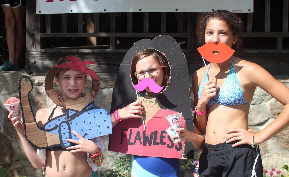 photo props girls at camp
