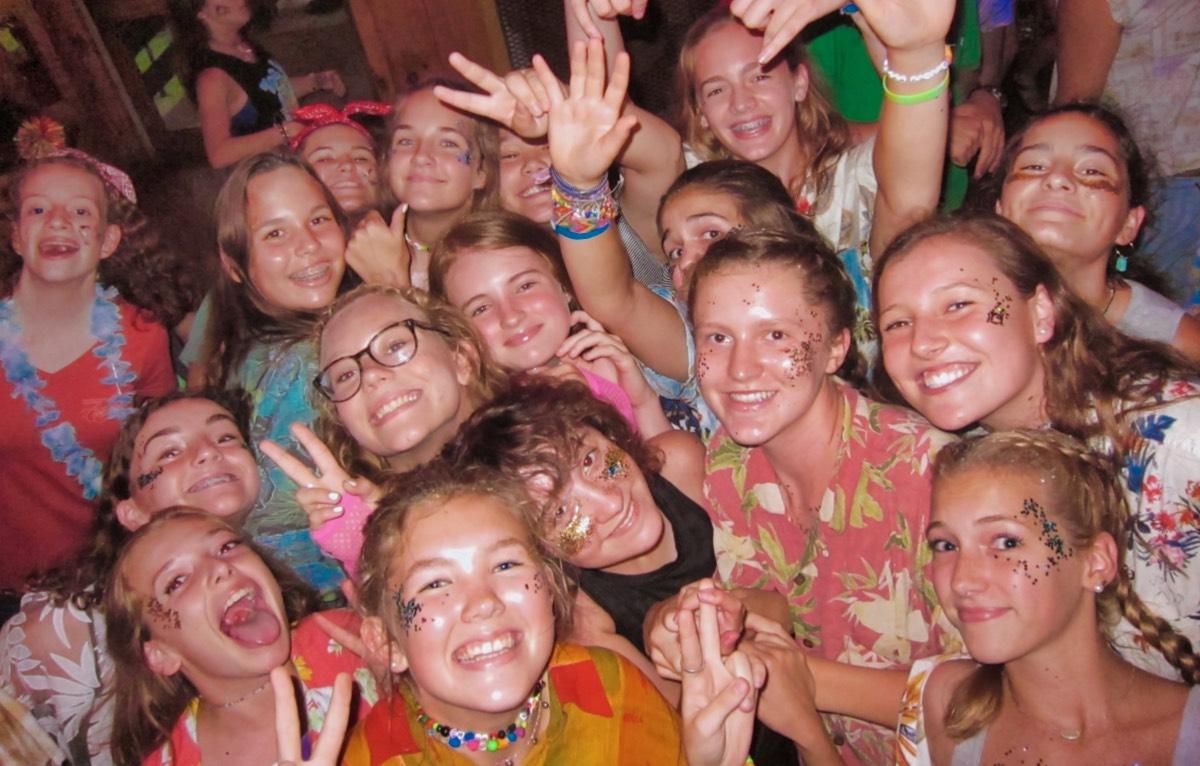 teen group dance