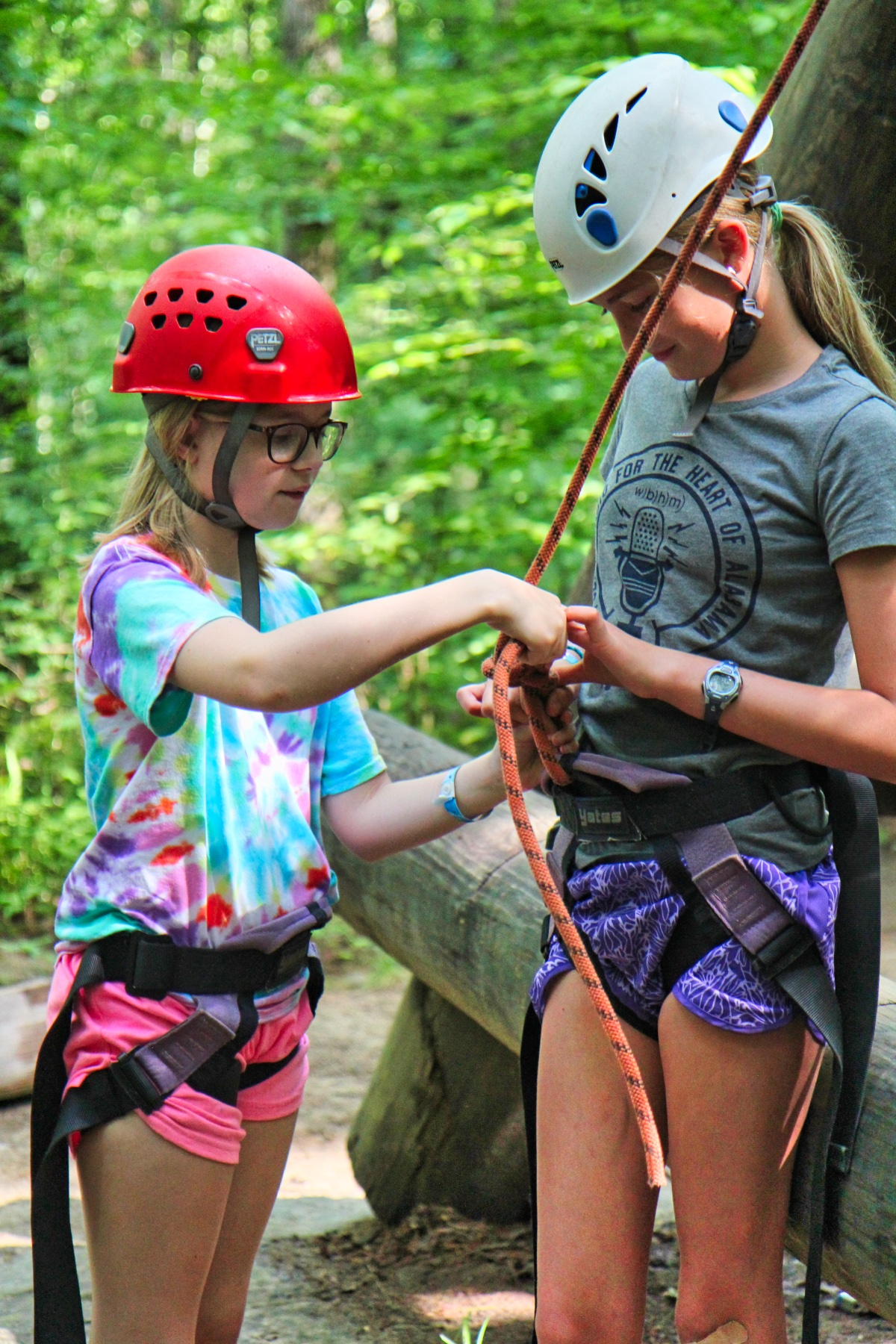 camper teach girl to tie climbing rope know