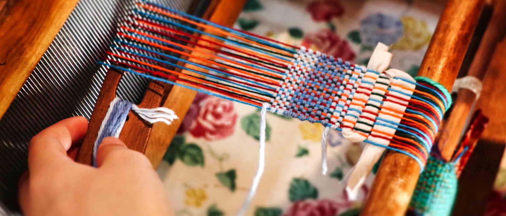 table top loom weaving